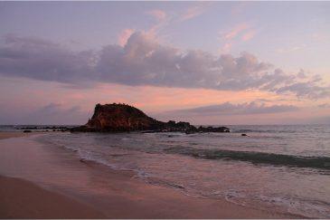 Закат солнца на пляже Мирисса