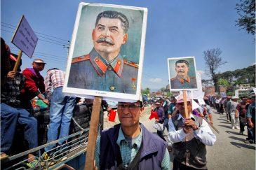 Портрет вождя на коммунистической демонстрации