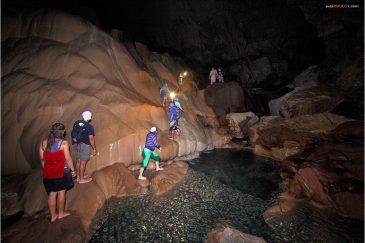 Наша команда в пещере Сумагинг на острове Лусон