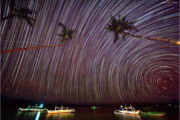 Звездные дорожки над морем у поселка Порт Бартон. Остров Палаван