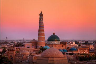 Минарет и медресе Ислам-Ходжа в старой Хиве