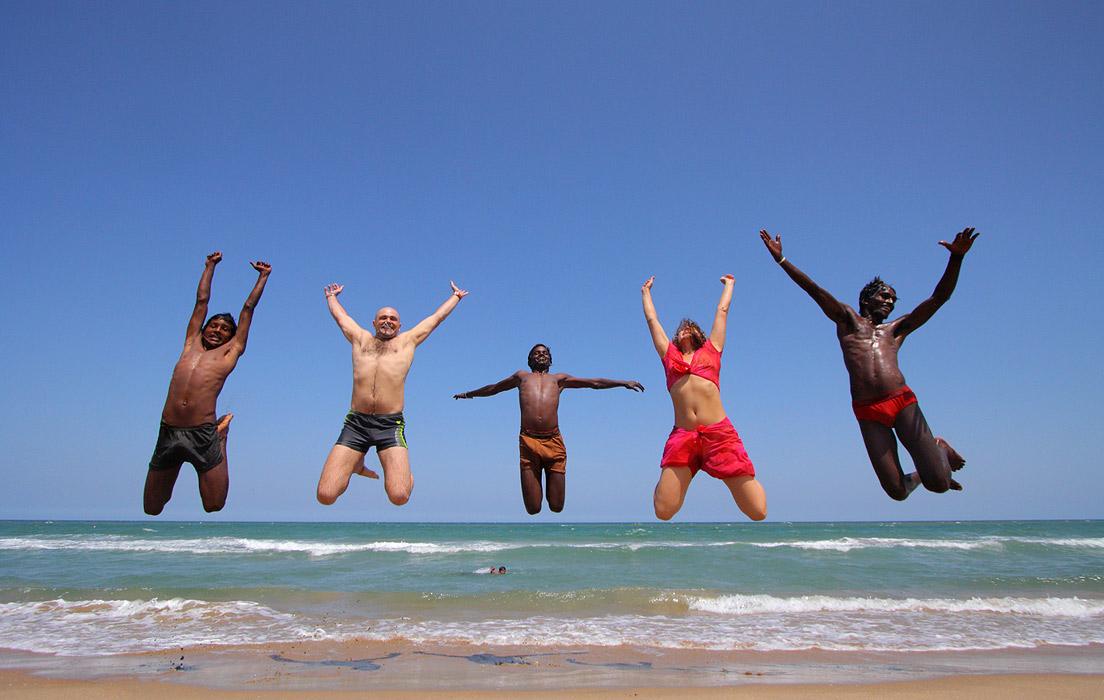 Международный полет на пустынном пляже штата Тамилнаду