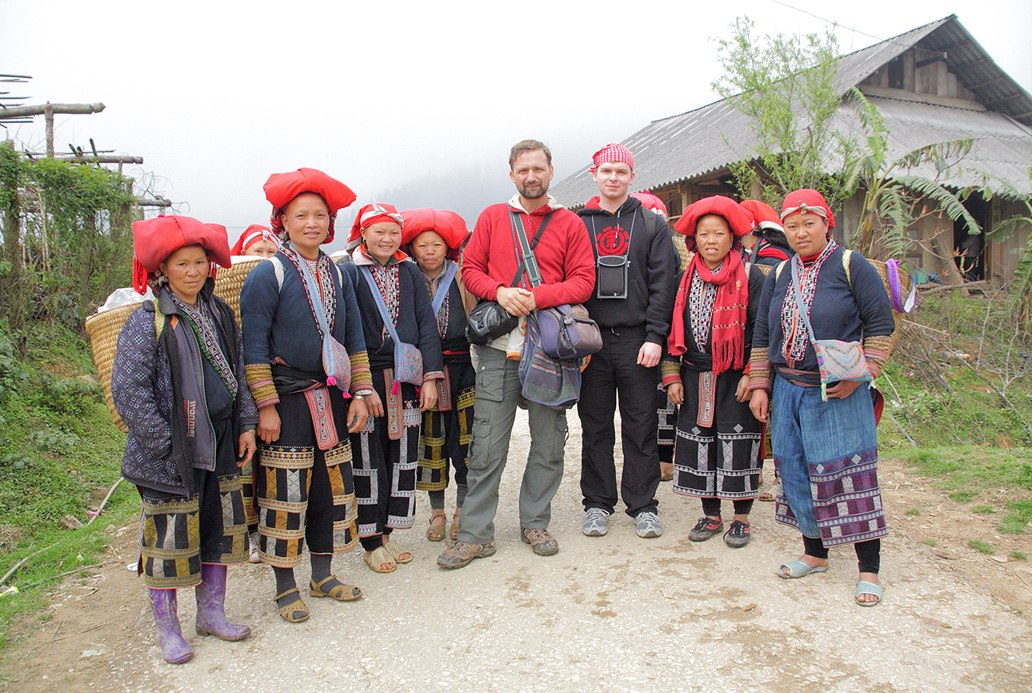 C женщинами народности Красные Зяо. Вьетнам